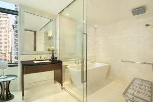 bkkxr-accessible-guestbathroom-9376-hor-clsc