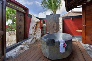 outside-bathroom-beachfront
